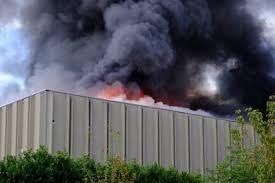 Incendio deposito di rifiuti a Bruzzano